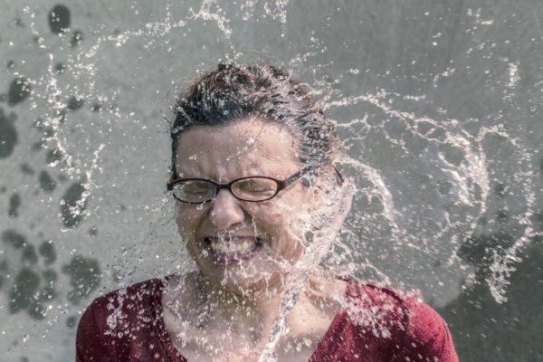 熱中症対策に使える冷たいタオルを楽天で発見!クールタオルは水に浸すだけ!